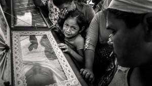 Funérailles des sœurs Daysi et Maria Luna, de la communauté Sergio Torres del Canton la Presa au cimetière municipal du nord de la ville d'Usulutan au Salvador et inhumées le jour des Saints Innocents